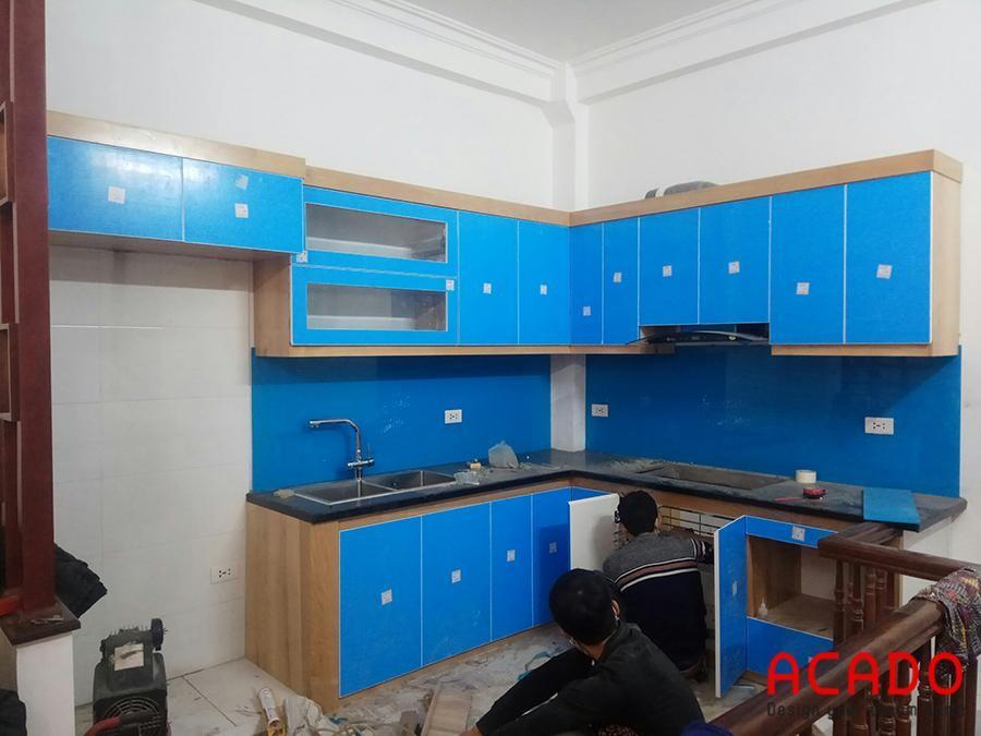 Thi công tủ bếp Acrylic chữ L nhà anh Tiến tại Ngô Thì Nhậm