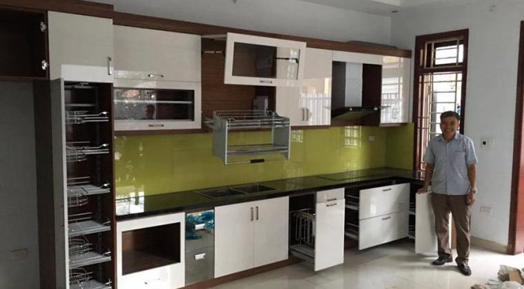 Bộ tủ bếp được lắp đặt toàn bộ phụ kiện chính hãng tiện nghi