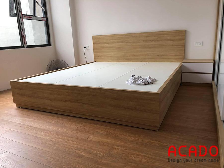 Giường ngủ gỗ công nghiệp với thiết kế hiện đại, kiểu dáng trẻ trung