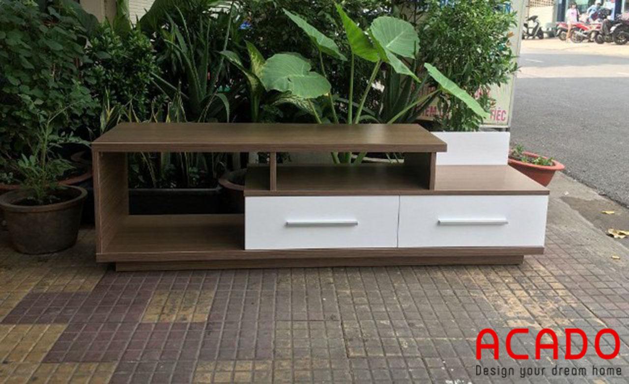 Kệ tivi đơn giản , hiện đại với sự kết hợp tone màu trắng và màu vân gỗ độc đáo, nổi bật