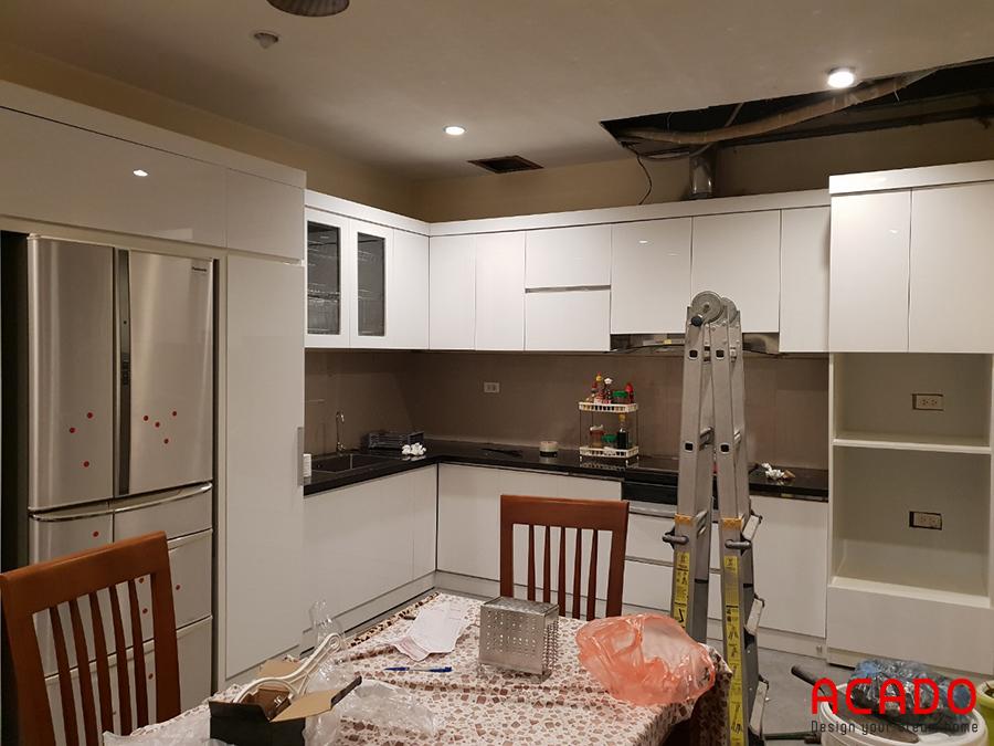 Tủ bếp Acrylic màu trắng cho không gian bếp ấn tượng, thu hút mọi ánh nhìn