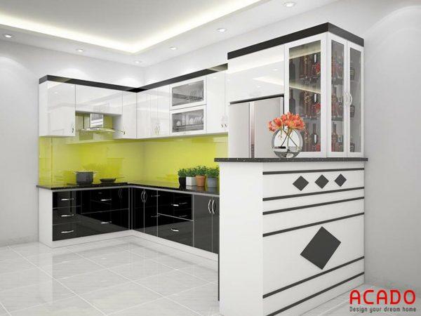 Tủ bếp màu đen trắng kết hợp quầy bar sang trọng, tiện nghi