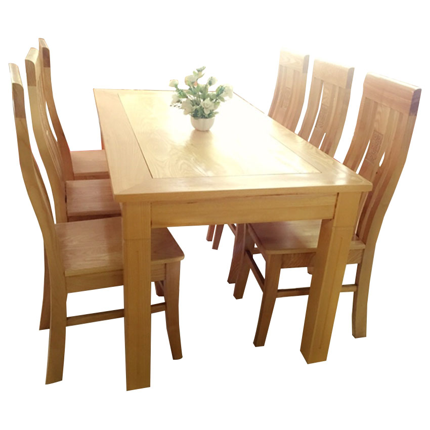 Với những vân gỗ tự nhiên hình núi, bàn ghế ăn gỗ sồi Nga đang được rất nhiều gia đình lựa chọn