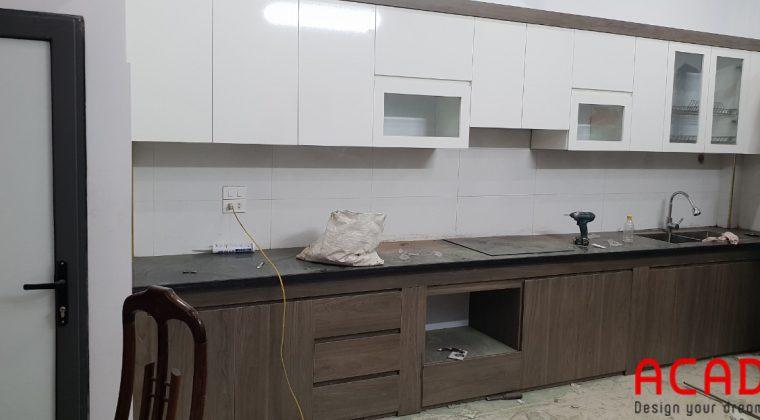 Tủ bếp gỗ công nghiệp Melamine hiện đại ACADO thi công cho khách hàng