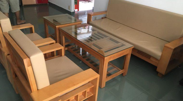 Sofa gỗ sồi Nga có thêm đệm nỉ êm ái