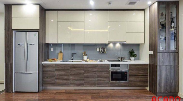 Tủ bếp Acrylic sát trần thoải mái không gian chứa đồ