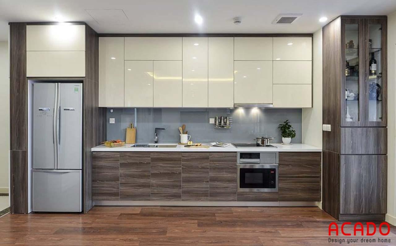 Tủ bếp thùng nhựa cánh Acrylic sát trần thoải mái không gian chứa đồ