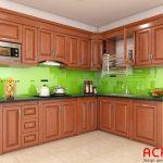 Tủ bếp gỗ xoan đào dáng chữ L kết hợp kính ốp bếp màu xanh lá cây