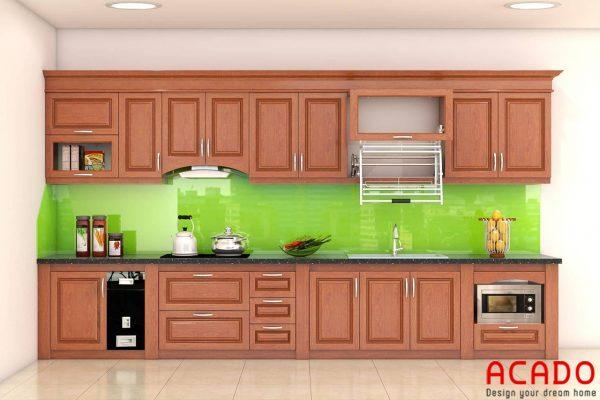 Tủ bếp gỗ xoan đào chữ I nhỏ gọn kính bếp màu xanh lá mang đến không gian bếp hiện đại