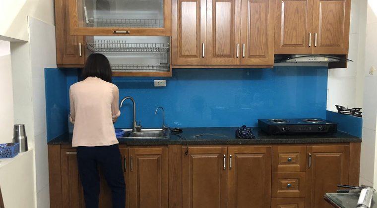 Tủ bếp gỗ sồi Nga được tẩm sấy kĩ càng cho bộ tủ có độ bền cao