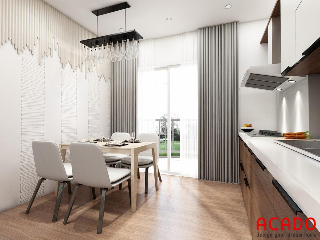 Phòng bếp bốp trí một bộ tủ bếp và bộ bàn ăn sang trọng