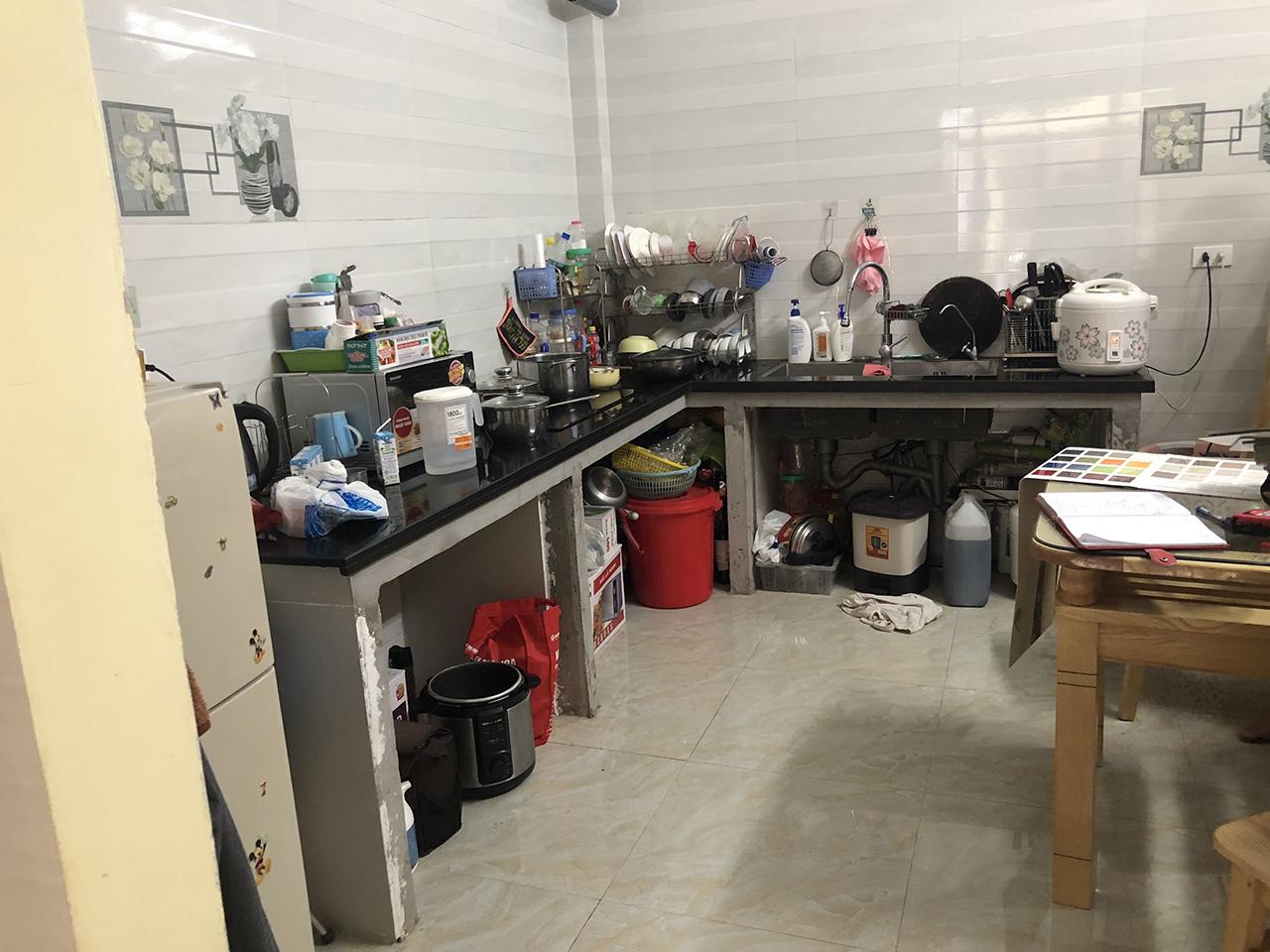 Hiện trạng căn bếp đã xây bệ bê tông của nhà anh Triệu khi thợ ACADO qua khảo sát