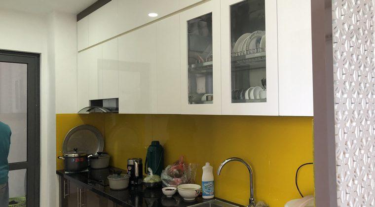Tủ bếp Acrylic bóng gương hiện đại, sang trọng cho không gian bếp