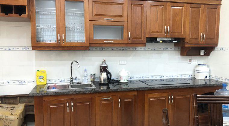 Tủ bếp gỗ sồi Nga phun sơn PU màu cánh gián - công trình ACADO thi công thực tế