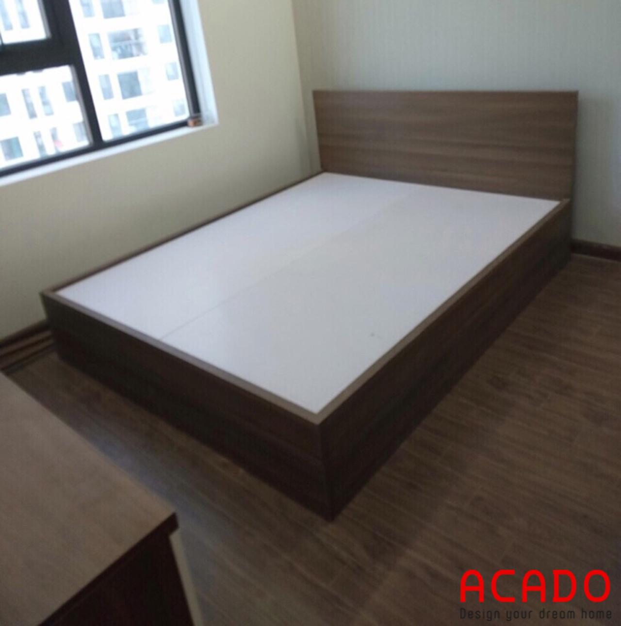 Giường ngủ phòng 02 sử dụng gỗ công nghiệp MDF cốt xanh chống ẩm