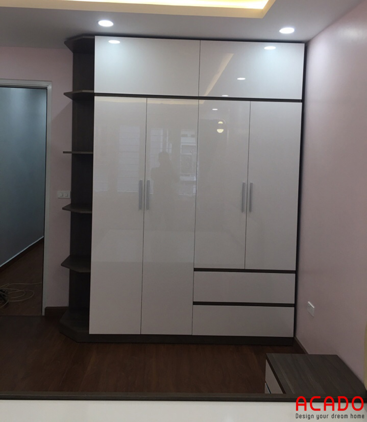 Tủ quần áo Acrylic bóng gương hiện đại và sang trọng cho phòng ngủ