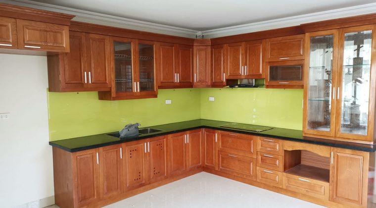 Tủ bếp gỗ sồi Nga tự nhiên phun sơn PU màu cánh gián sang trọng và ấm cúng