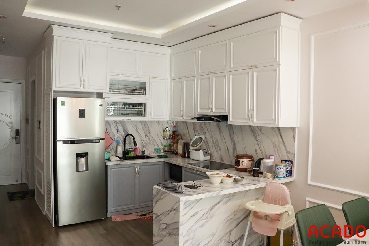 Không gian bếp với màu trắng làm chủ đạo - Tủ bếp gỗ sồi sơn trắng