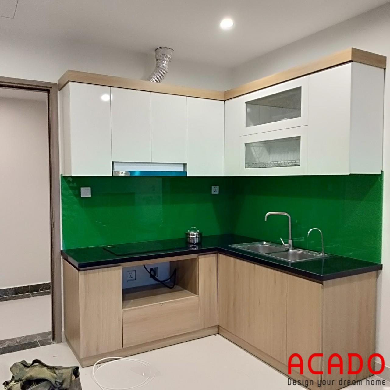 Tủ bếp Melamine kính bếp màu xanh lá cây nổi bật và thu hút - làm tủ bếp tại Tây Mỗ