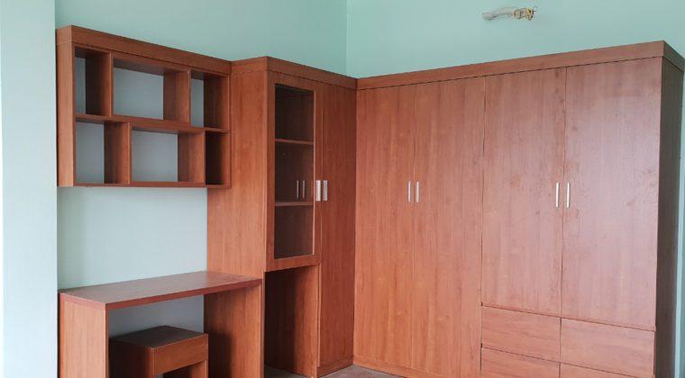 Tủ quần áo và bàn học màu vân gỗ màu cánh gián