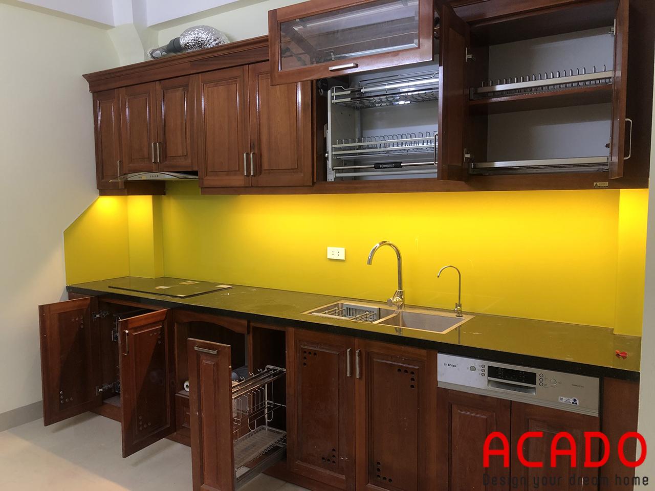 Tủ bếp xoan đào của gia đình cô Hợi khi hoàn thiện-nội thất ACADO