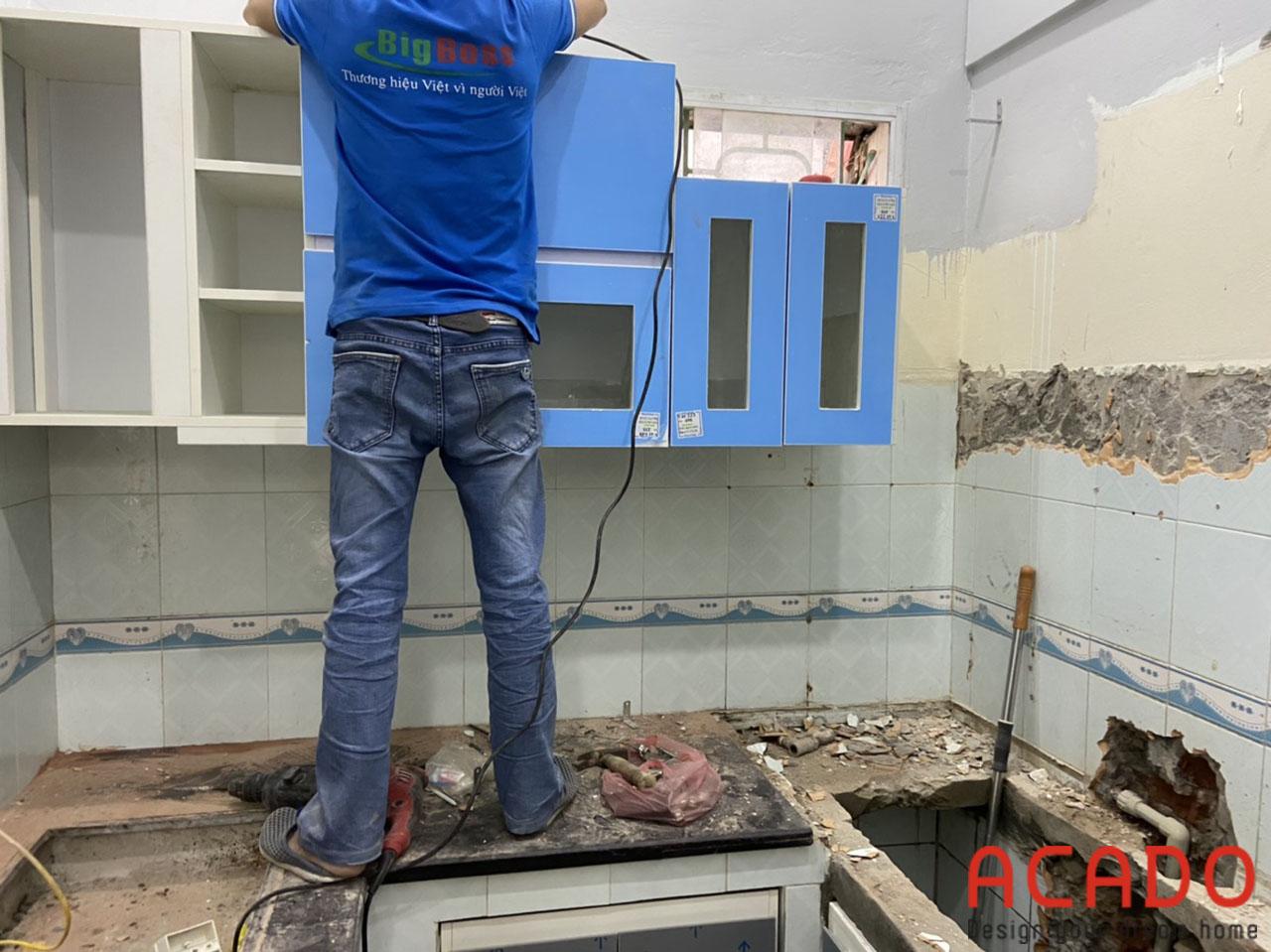 Thợ thi công ACADO bắt đầu quá trình lắp đặt tại Thanh Trì-Hà Nôi