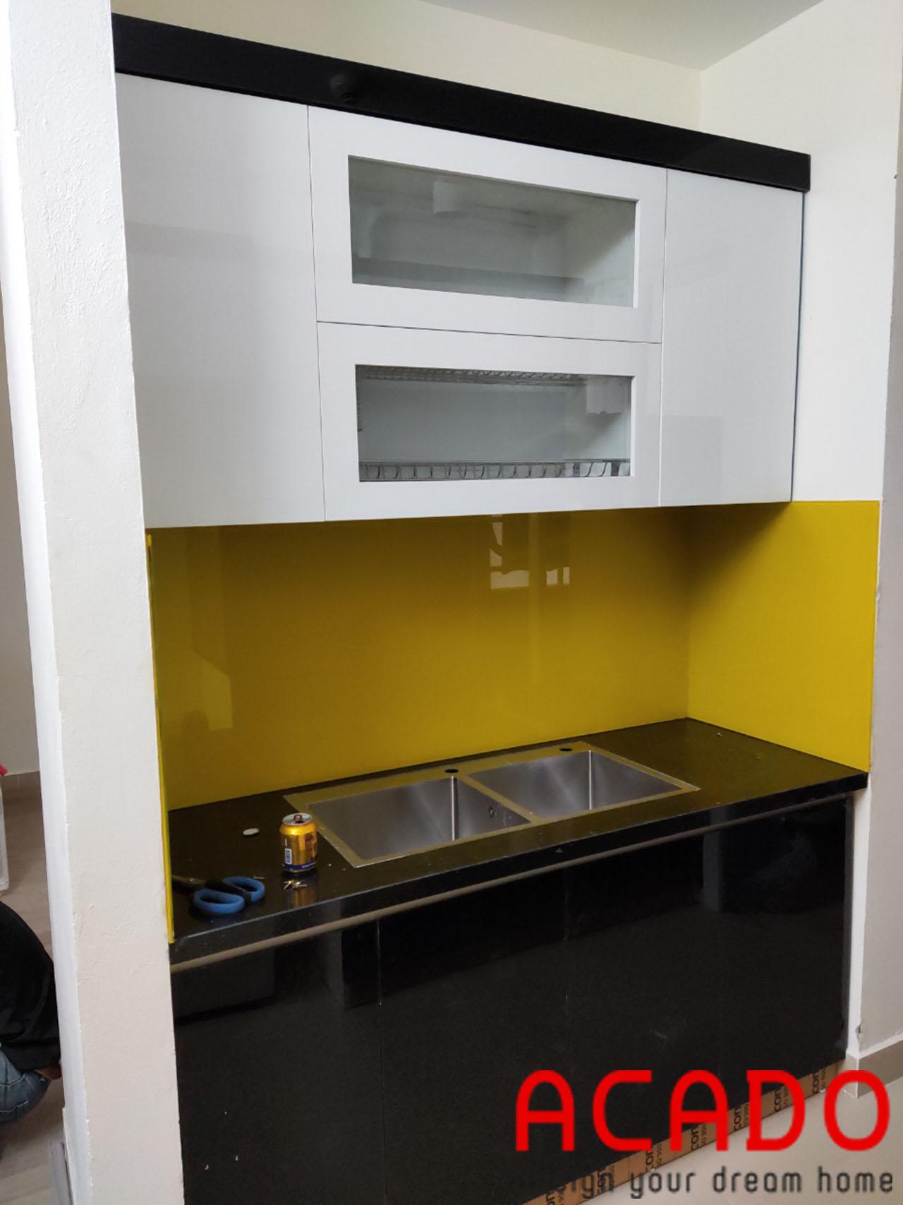 Hai màu đen trắng được ACADO kết hợp một cách hài hòa tạo vẻ đẹp cuốn hút cho căn bếp