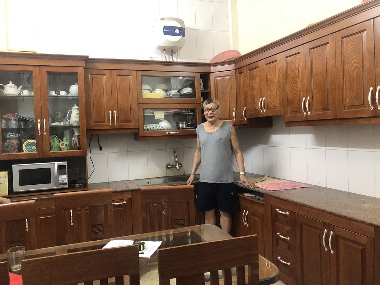 Chất liệu gỗ sồi Nga mang đến không gian căn bếp sự ấm cúng, sang trọng-Lắp đặt tủ bếp Thanh Trì