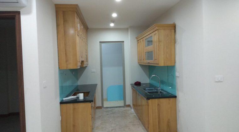 Với những căn bếp có bề dài thì thiết kế chữ i hai bên là vô cùng hợp lý, tiết kiệm diện tích lại đầy đủ công năng