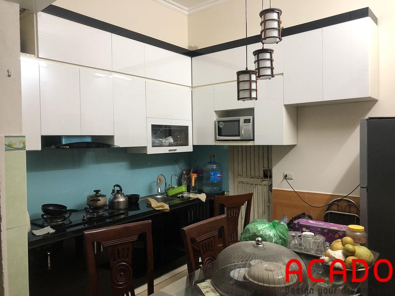 Công trình thi công tủ bếp hoàn thành và bàn gia cho gia đình chị Thủy
