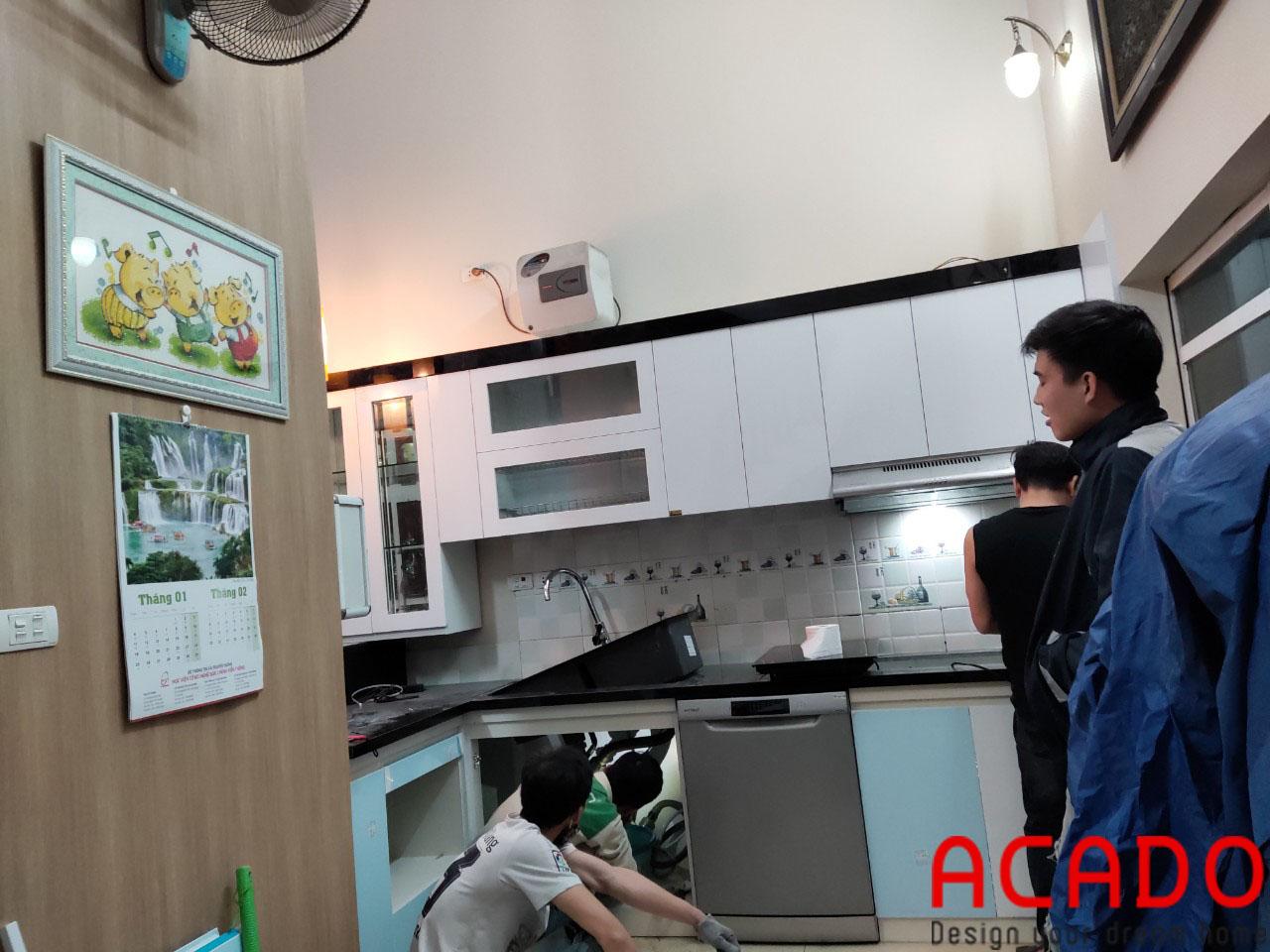 Tủ bếp cánh Acrylic trắng được nhiều khách hạng lựa chọn cánh có khả năng chống mối mọt, ẩm mốc vượt trội
