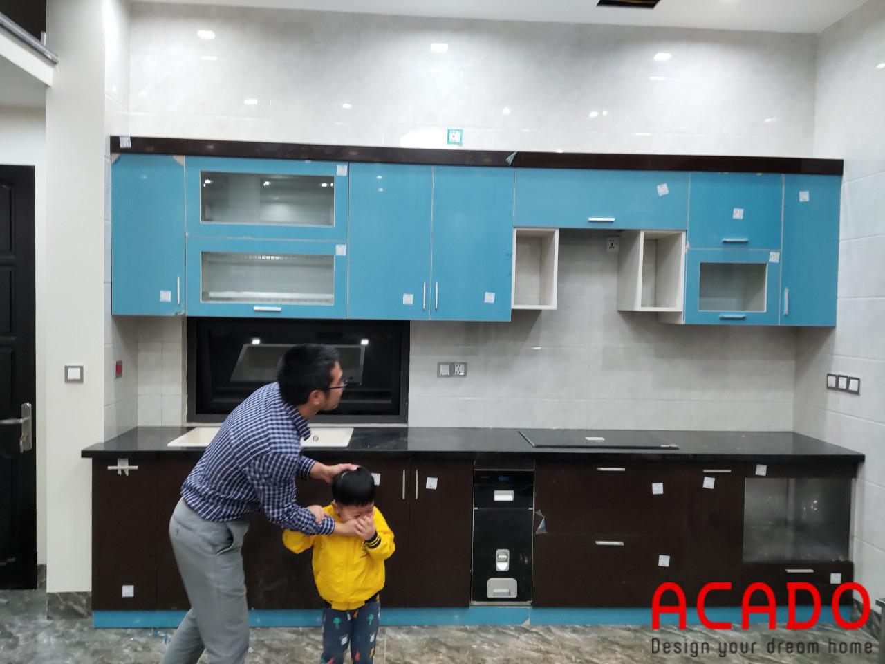 Tủ bếp dưới chất liệu thùng inox 304 cánh Acrylic cho độ bền cực cao, không lo ẩm ướt và mối mọt