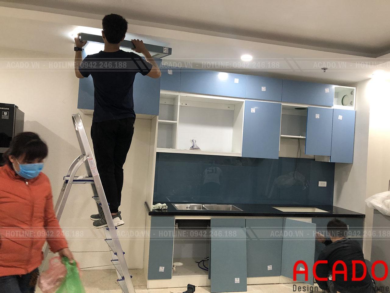 Tủ bếp của gia đình anh Kiệm đang nhanh chóng được hoàn thiện - Nội thất ACADO