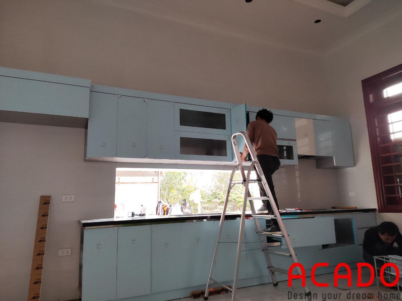 Cánh Acrylic mang lại cảm giác trẻ trung, sang trọng cho không gian căn bếp