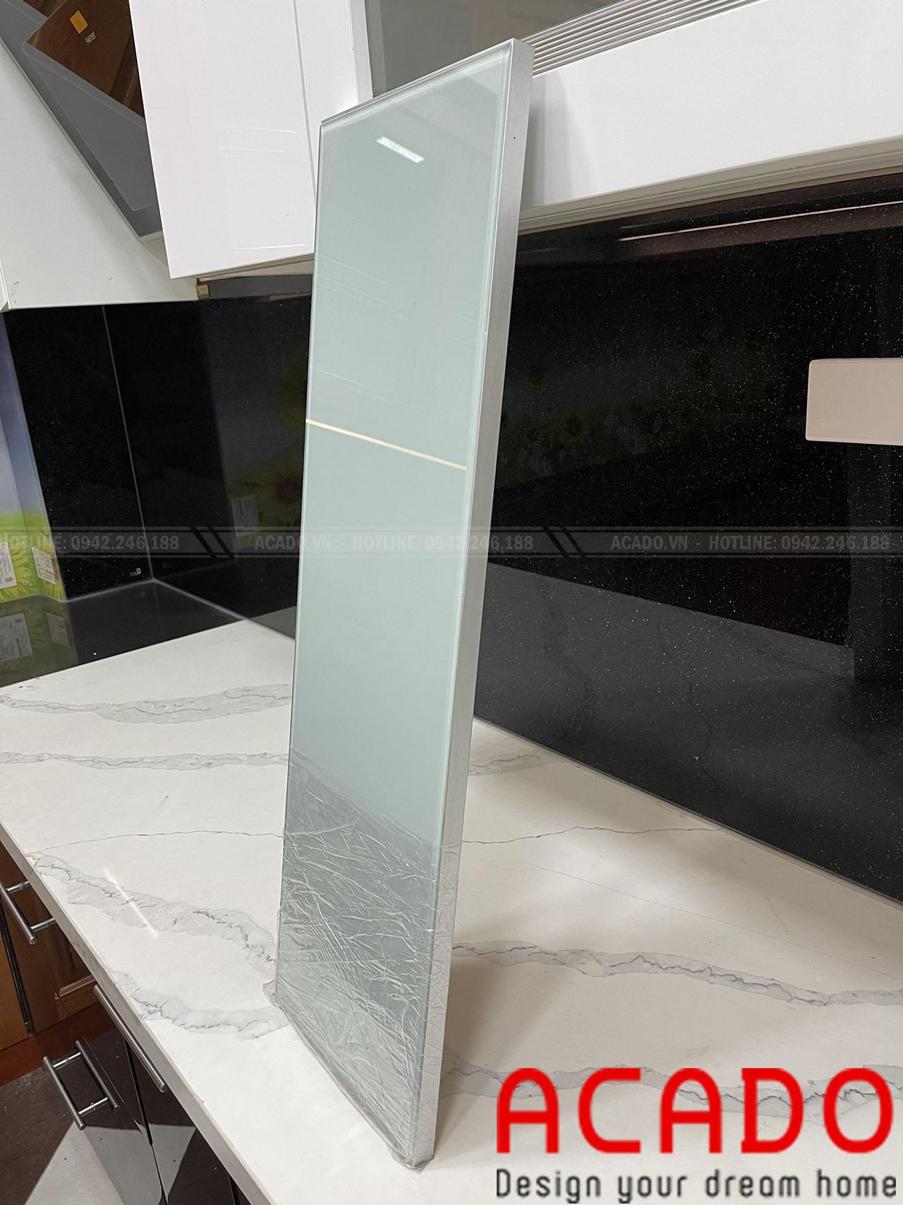 Phần mép cánh có 3 màu cơ bản đó là xám, bạc, đen giúp cho khách hàng có thể lựa trọn màu sắc sao cho phù hợp với không gian bếp