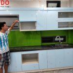 Cánh Acrylic bóng gương được nhiều khách hàng yêu thích, mang lại tính thẩm mỹ cho không gian bếp yêu của bạn