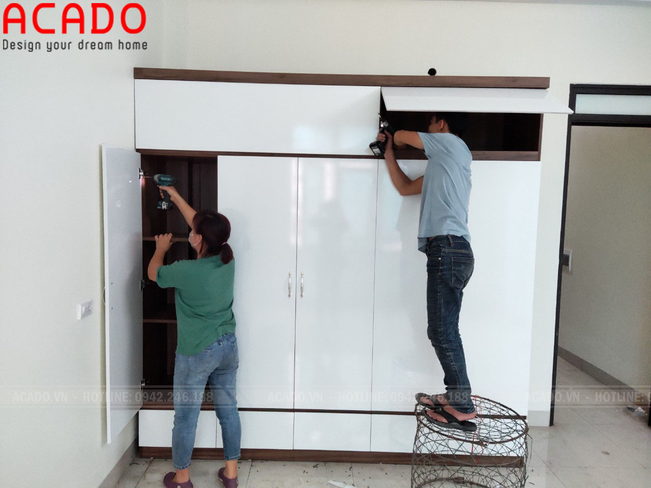 Hoàn thành quá trình lắp đặt tủ quần áo và bàn giao cho gia đình anh Chuyên