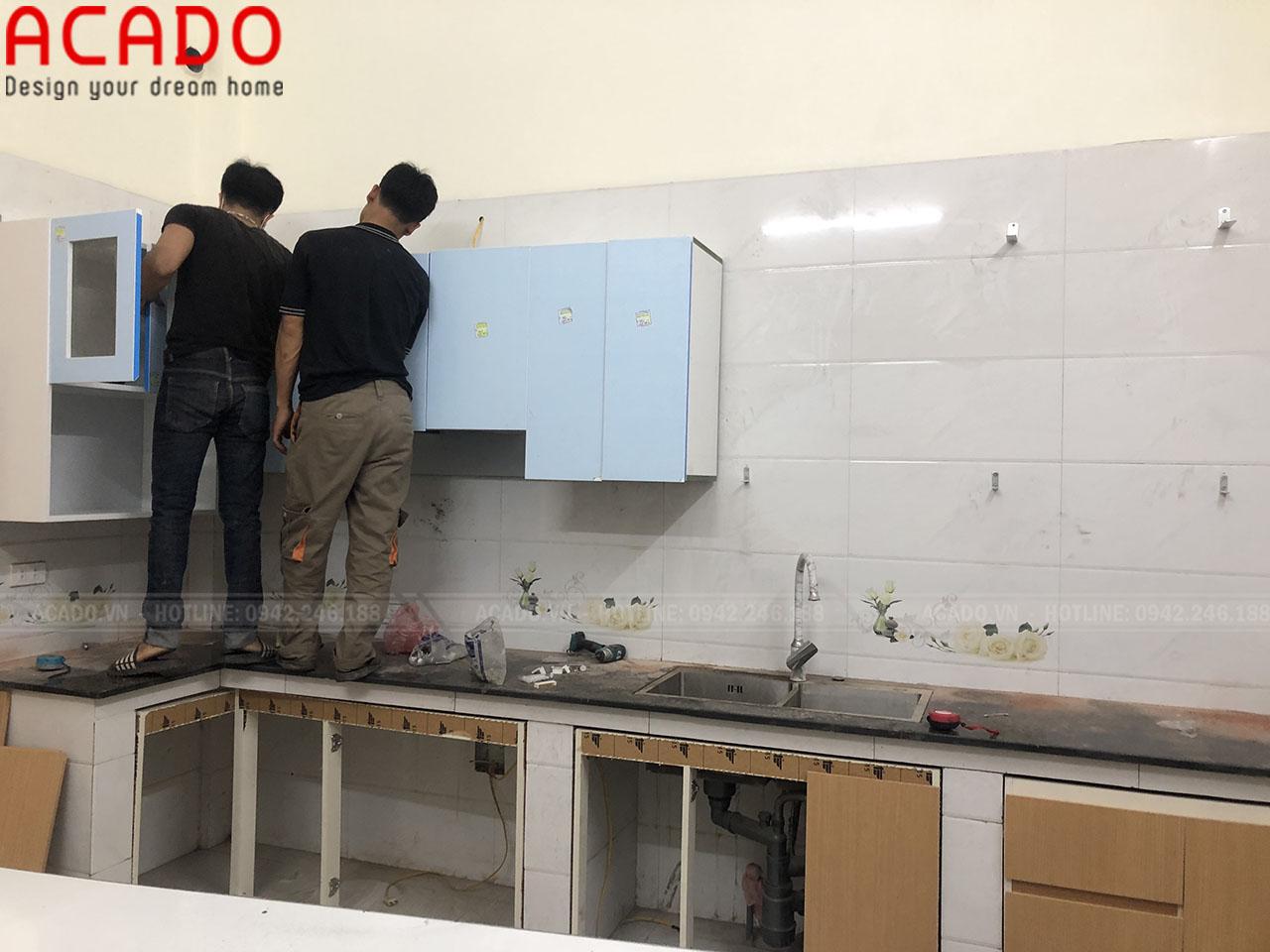 Thợ thi công bắt tay vào quá trình lắp đặt - Thi công nôi thất tại Dương Nội
