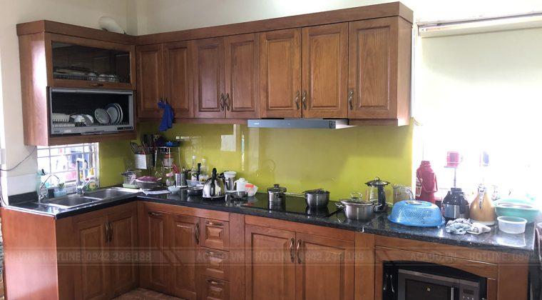 Tủ Bếp gỗ xoan đào màu cánh gián tạo cảm giác ấm cũng cho không gian căn bếp