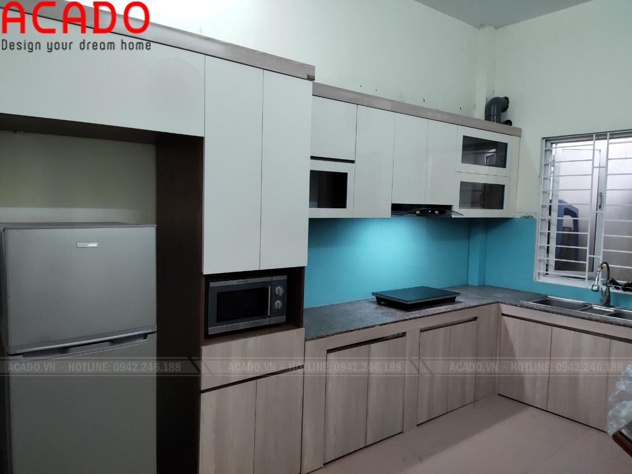 Tủ dưới vân gỗ mang lại tính thẩm mỹ cao, sạch sẽ tiện nghi khi sử dụng - Lắp đặt tủ bếp tại Long Biên
