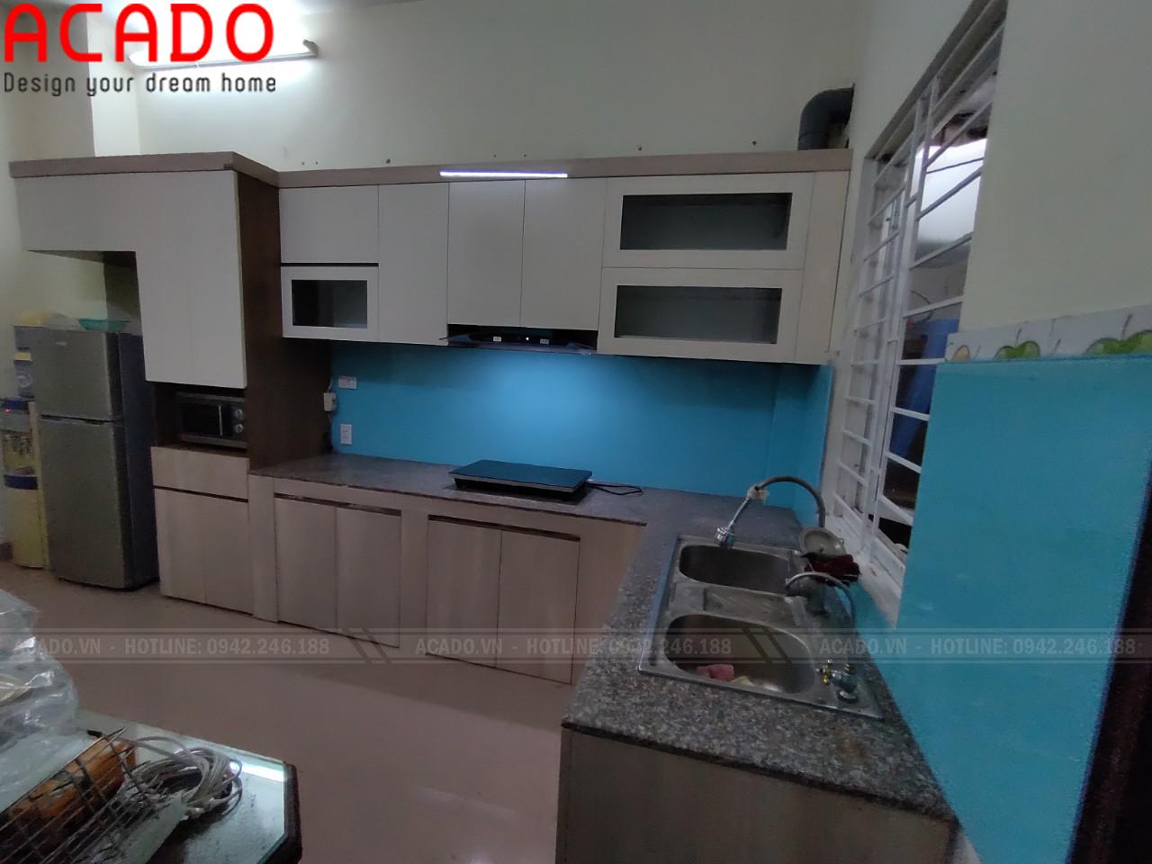 Cánh Acrylic bóng gương đẹp thu hút mọi ánh nhìn - Lắp đặt tủ bếp tại Long Biên