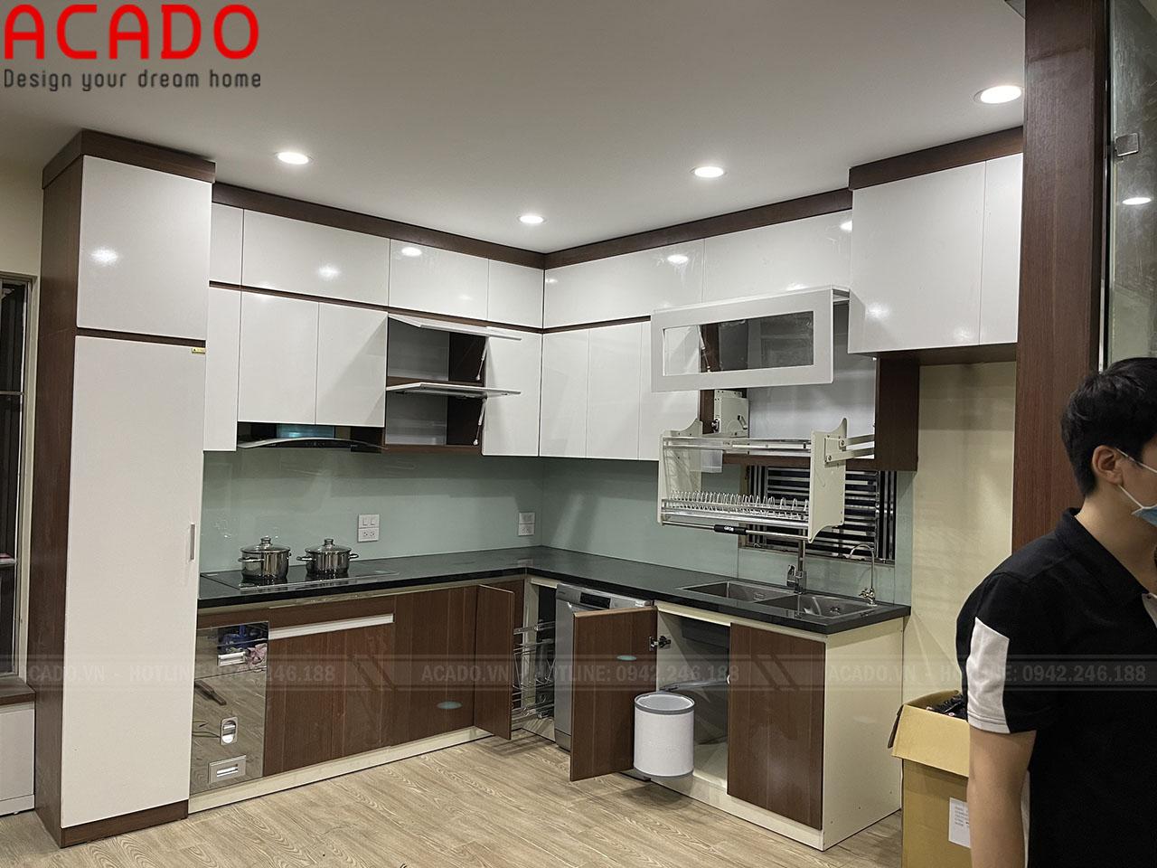 Tủ bếp Full phụ kiện mang lại sự tiện nghi cho khách hàng - Thi công nội thất tại ACADO
