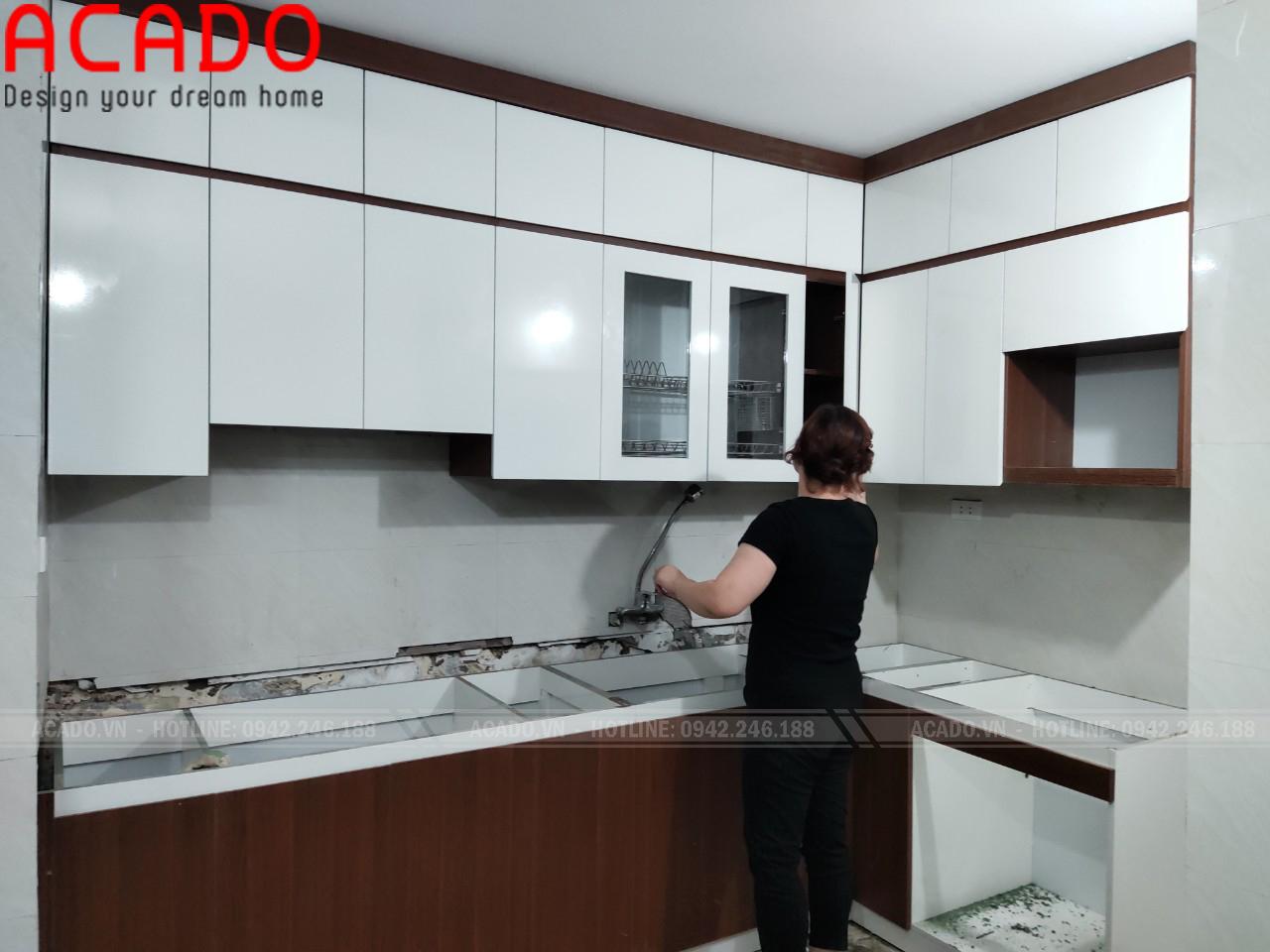 Thiết kế kịch trần tạo cảm giác rộng cho không gian căn bêp - Làm tủ bếp tại Hoàng Mai - Hà nội