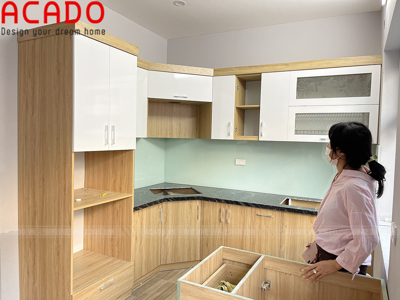 Tủ bếp cánh gỗ công nghiệp Melamine màu sắc nhẹ nhàng, tinh tế - Lắp đặt tủ bếp tại Tây Hồ