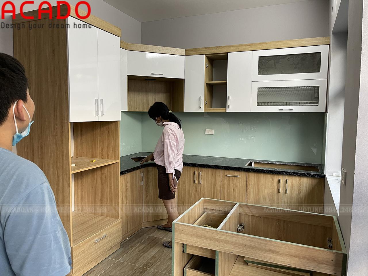 Tủ bếp thùng cánh Melamine chống ẩm bề mặt nhẵn hiện đại