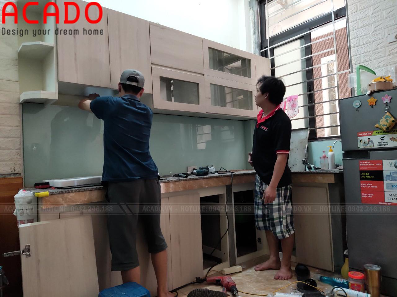Thơ thi công lắp đặt tủ bếp tại Vũ Tông Phan - Nội Thất ACADO