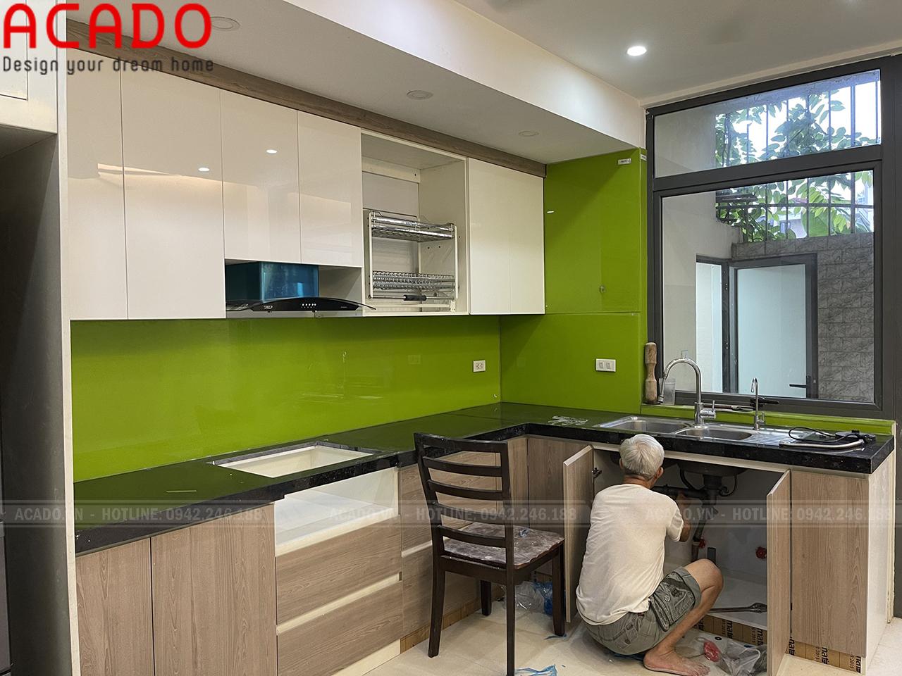 Tủ bếp phối trắng vân gỗ màu sắc hài hòa thu hút - Thi công nội thất tại Hà Đông