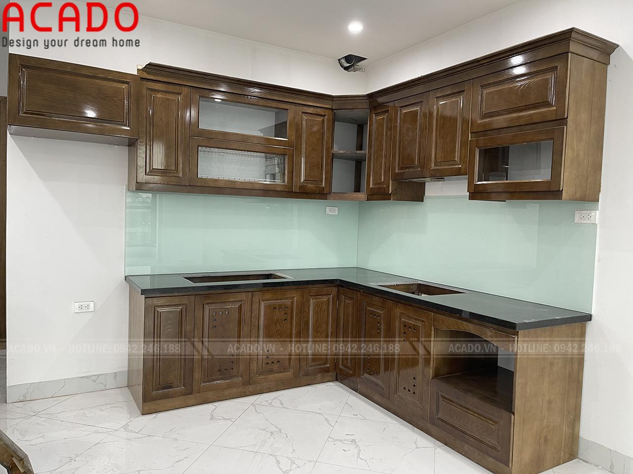 Tủ bếp gỗ sồi Nga chữ L kết hợp cục tủ lạnh - Làm tủ bếp tại Hai Bà Trưng