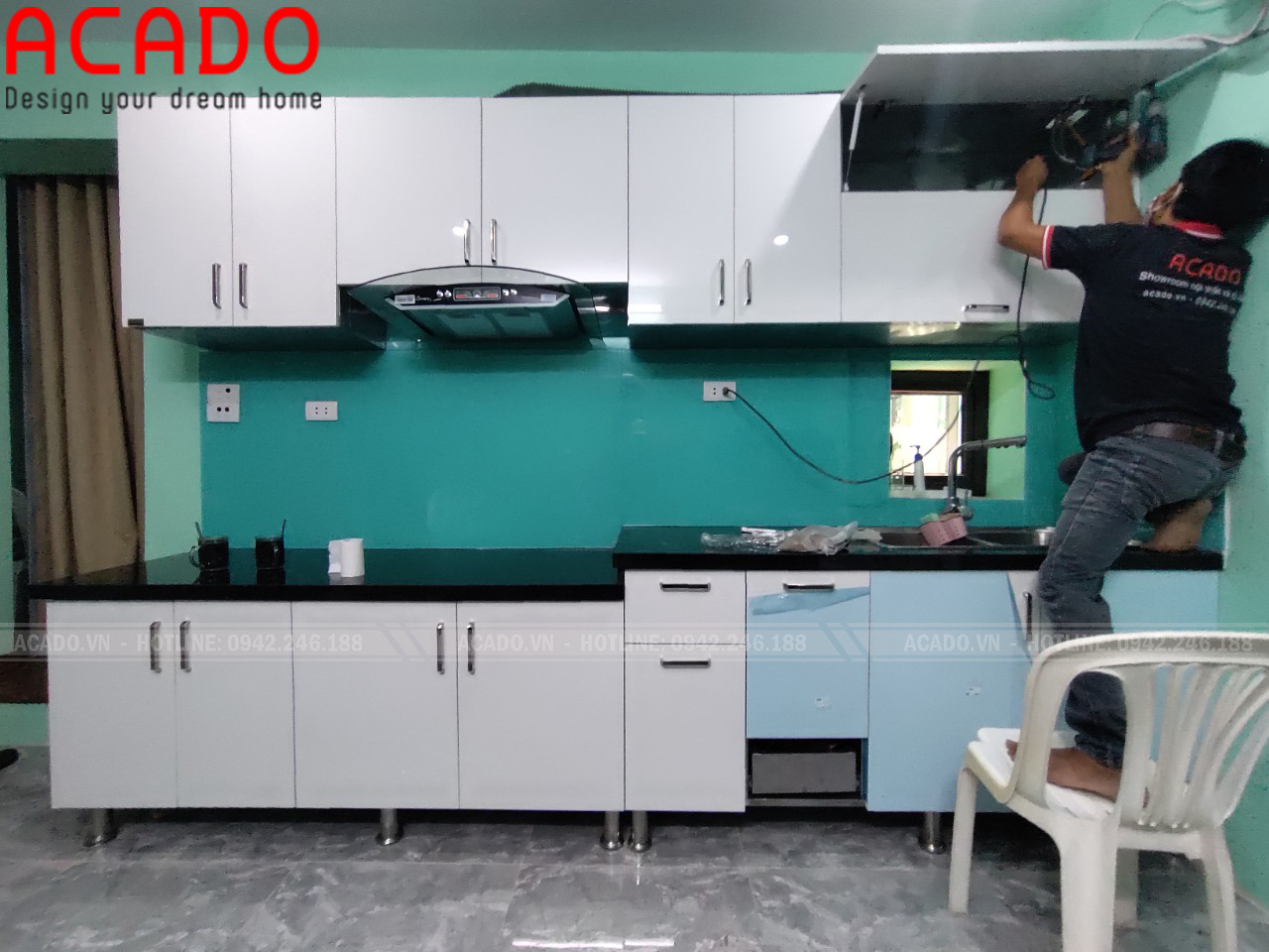 Tủ bếp sử dụng cánh chất liệu Acrylic mang lại không gian hiện đại, trẻ trung - Thi công tủ bếp tại Khâm Thiên - Hà Nội