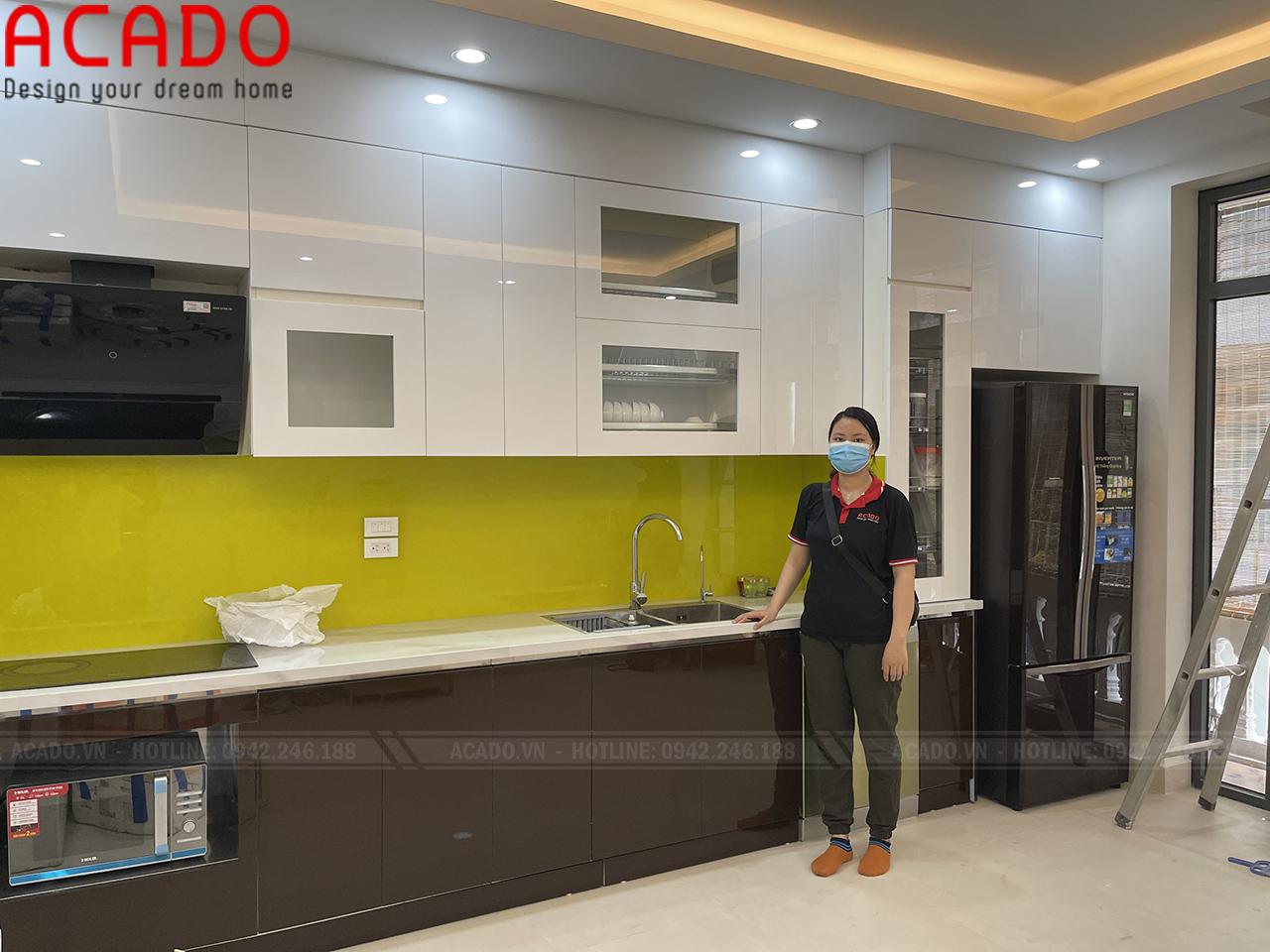 Tủ bếp thiết kế kịch trần giúp không gian bếp trở nên rộng hơn - Công trình thi công tủ bếp tại Văn Quán